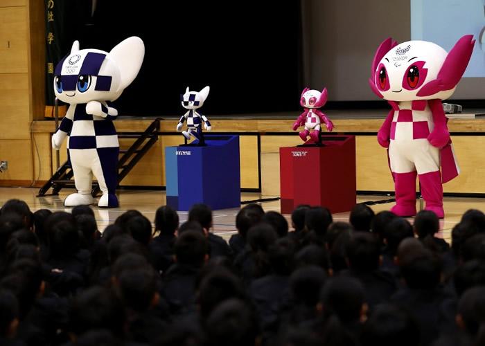 """""""未来永远郎""""(左)及""""染井吉""""(右)的不同形态同时现身。"""