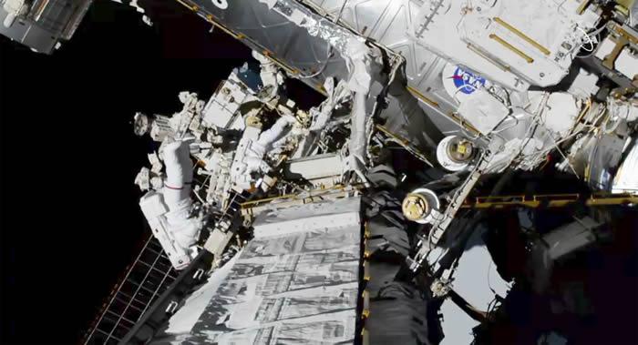 国际空间站宇航员安德鲁∙摩根在太空行走期间右脚鞋内出现少量积水