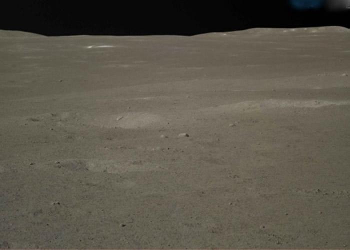 嫦娥四号啓动相机。