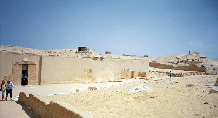 埃及开罗近郊萨卡拉区发现神圣动物和鸟类的木乃伊以及古埃及时期文物