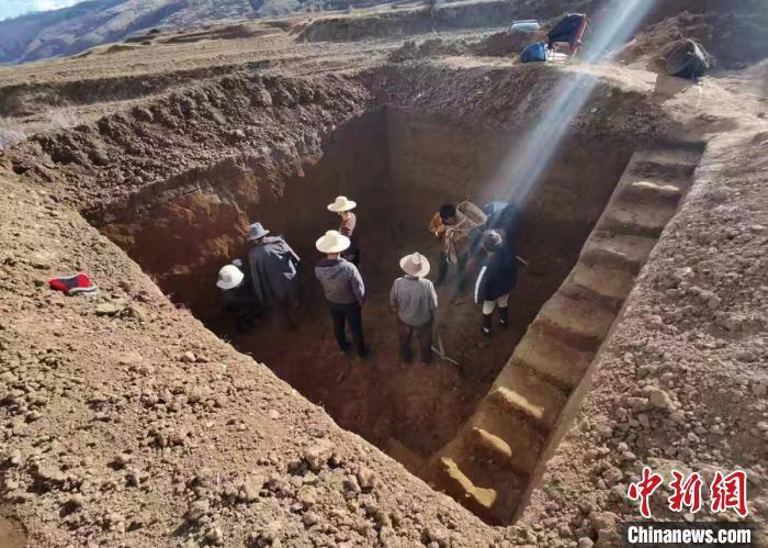 四川省甘孜州炉霍县斯木镇俄米村发现疑似距今10余万年的打制石器——手斧