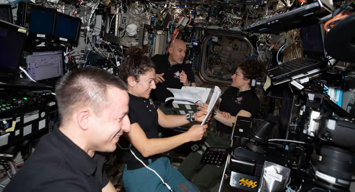 NASA将派遣宇航员搭乘搭载游客的载人飞船赴国际空间站执行短期飞行任务