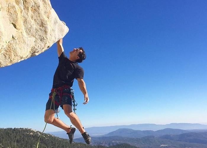 美国攀岩纪录保持者Brad Gobright失手 无打绳结直堕300米死亡