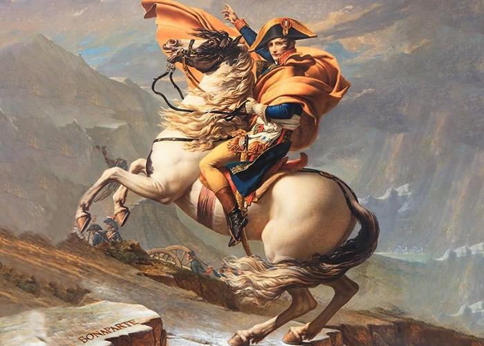拿破仑头戴帽子,身穿礼服,配以靴子形象流传后世。