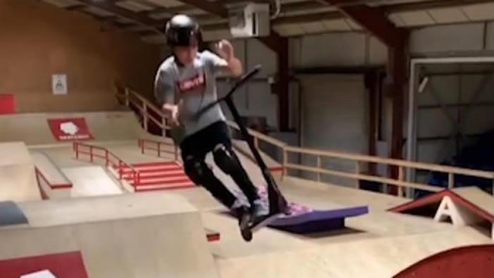 英国12岁男童James Gellatly夺世界轮滑锦标赛初级组总冠军 动作潇洒震惊观众