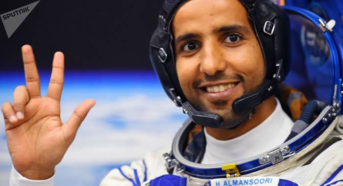 阿联酋第一位宇航员哈扎·曼苏里
