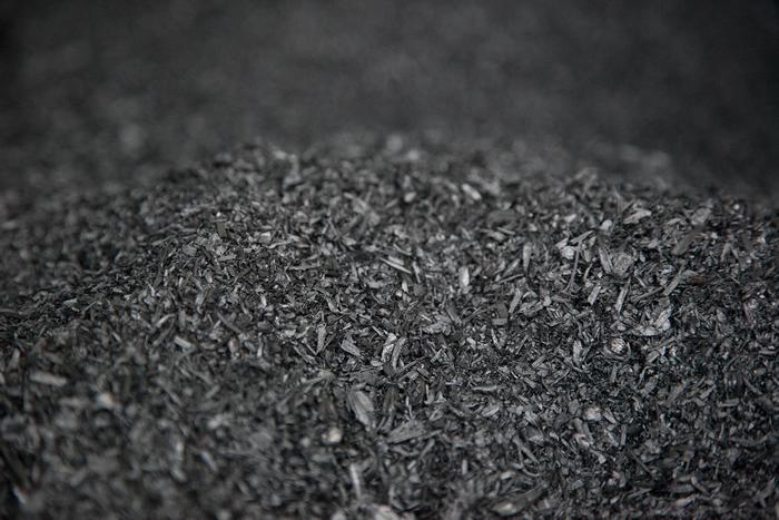 生物炭是将有机物在高温下以很少或无氧的方式加热产生的木炭。 照片来源:Oregon Department of Forestry(CC BY 2.0)