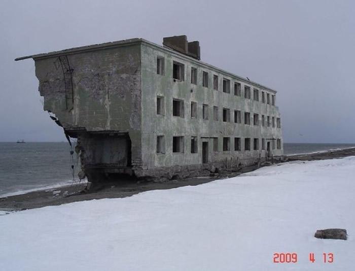 """俄罗斯勘察加半岛风吹日晒成废墟的""""海边屋""""引热议"""