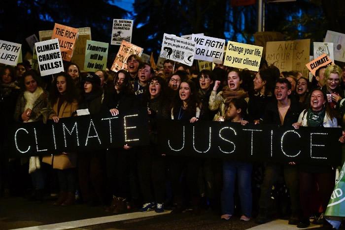 瑞典环保分子16岁少女通贝里抵达西班牙首都马德里出席关注气候危机的游行