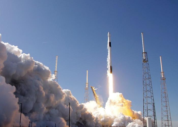 SpaceX天龙号载货太空船抵国际空间站送上圣诞礼物