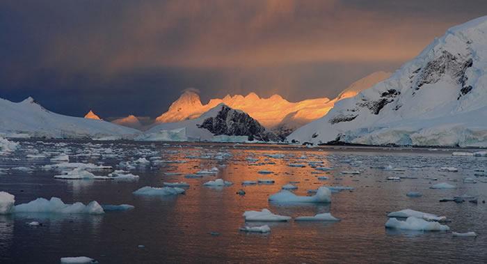 南极洲东部登曼冰川下发现地球大陆最深点