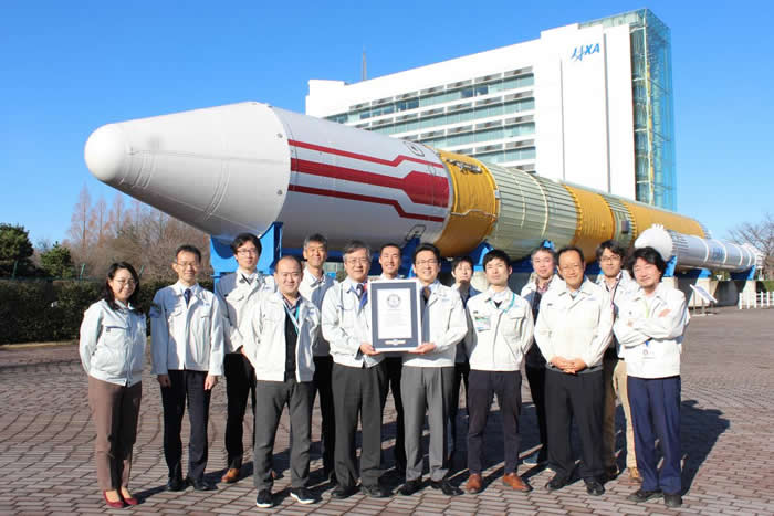 """日本试验卫星""""Tsubame(燕)""""在超低轨道飞行并观测地球 列入吉尼斯世界纪录"""