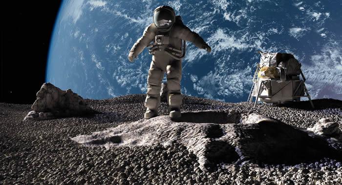 """俄""""雄鹰""""号飞船上的宇航员在飞往月球期间可以通过佩戴防护帽来避免辐射"""