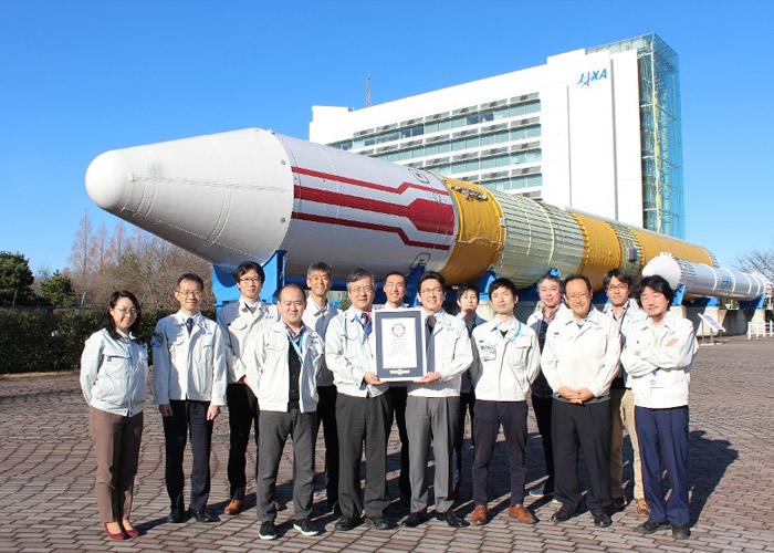 """日本宇宙航空开发机构JAXA试验卫星""""燕""""破最低轨道高度纪录"""