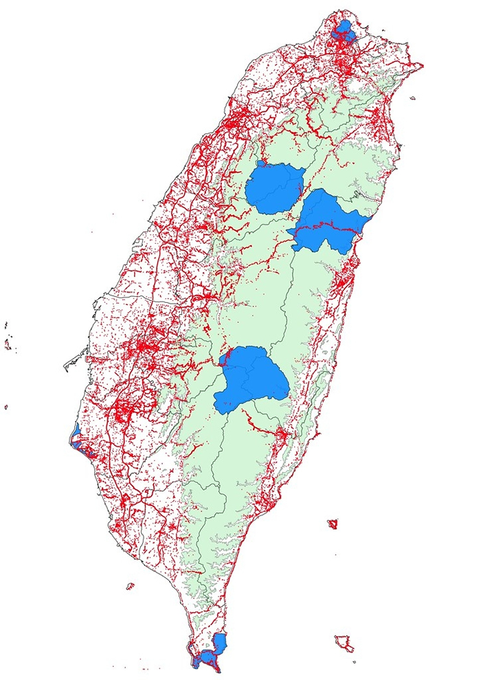 汇整16万笔数据,4880位公民科学家,记录583种10万7000只,结合公民参与的路杀社发布台湾百大路杀热点。 制图:林德恩