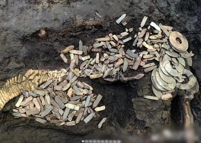 秦始皇帝陵外城西侧陵区发现秦代大型墓葬 出土最早单体金骆驼
