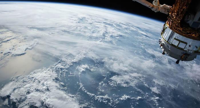 宇航员在国际空间站上15次迎接新年的到来