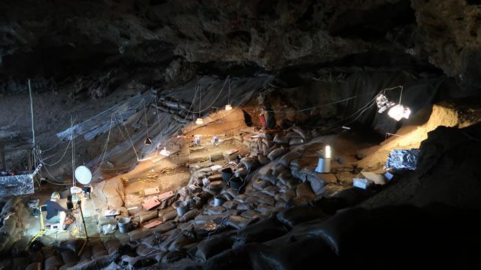 """真正的""""旧石器时代饮食"""":南非洞穴17万年前的烤根类蔬菜证实古人类饮食非常均衡"""