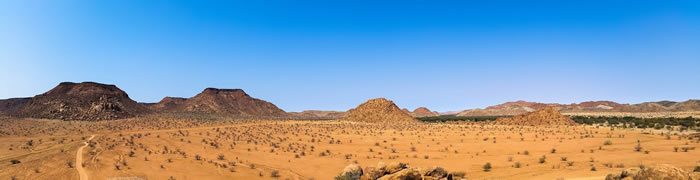 非洲植被绿化增加(春天)的开始与每天日照小时数直接相关