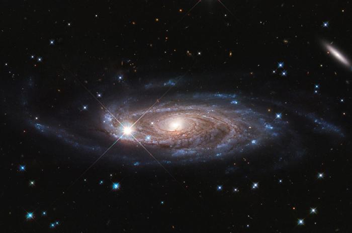"""哈勃望远镜发现""""哥斯拉""""星系UGC 2885"""