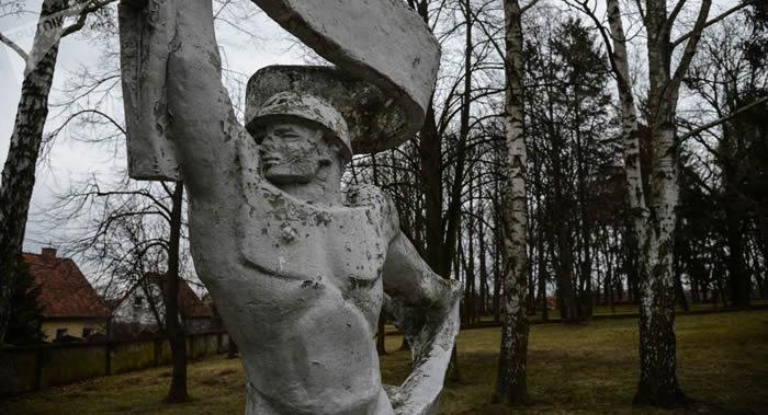 苏军大尉尼古拉·阿基申在1945年解放华沙战斗中歼灭150名希特勒分子