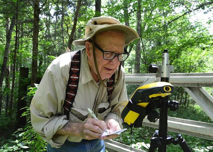 美国印第安纳州102岁老翁Bob Vollmer入职自然资源部门近60年 最老公务员将于下月荣休