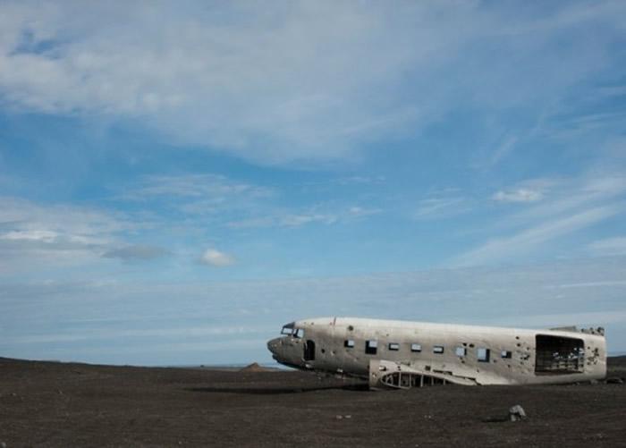 """冰岛南部著名景点""""飞机残骸""""附近发现一男一女两具中国公民尸体"""
