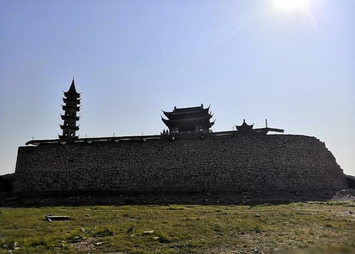 """最神秘古城一年现一次:鄱阳湖出现枯水期 被淹没的千年遗迹""""落星墩""""重现眼前"""
