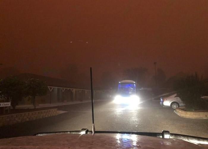 澳洲干旱及山火肆虐近日迎来百年一遇暴雨 沙尘暴冰雹来袭