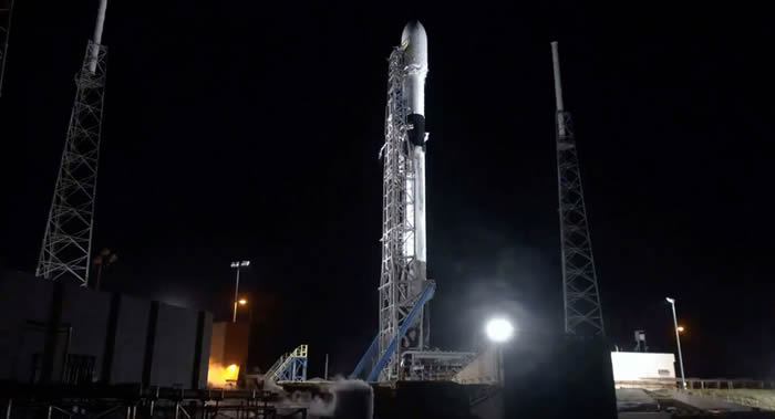"""美国太空探索技术公司(SpaceX)计划1月24日将60颗""""星链""""互联网卫星送入轨道"""