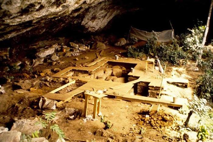"""非洲喀麦隆西部的""""Shum Laka""""是一处重要的考古遗址,对于研究中非西部的晚更新世和全新世史前历史具有重要意义。"""