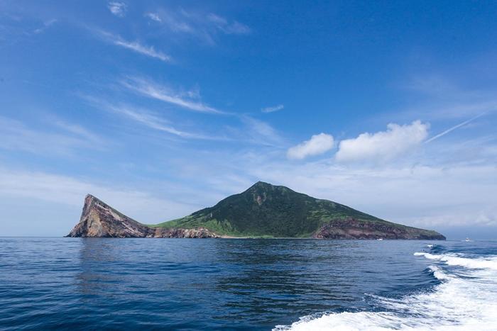 2009年台北大学陈湘繁研究团队即于龟山岛进行台湾狐蝠调查;去年一整年调查,族群数量比过去乐观。 摄影:李伟展