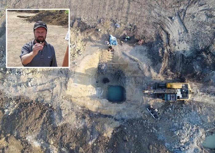佩斯卡(小图)和团队在奥斯特罗夫山区挖掘出该木制结构。