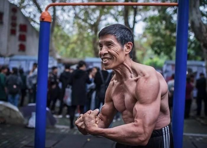 """""""从不生病""""的武汉健美冠军邱钧感染新冠肺炎不治"""