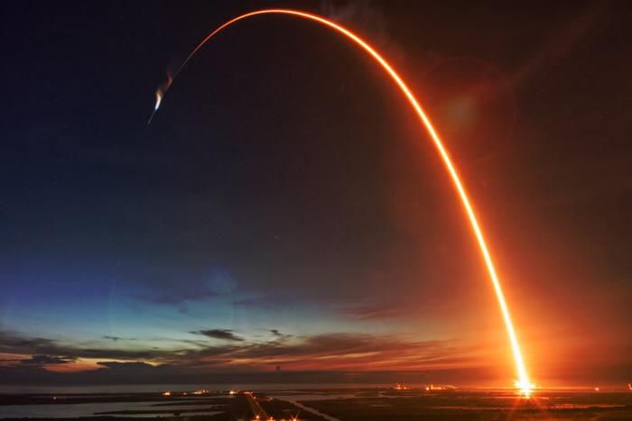 SpaceXCEO埃隆·马斯克:预计公司首次载人任务在4月至6月之间的某个时间