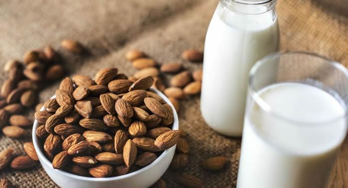 用坚果和燕麦制成的饮品可替代牛奶