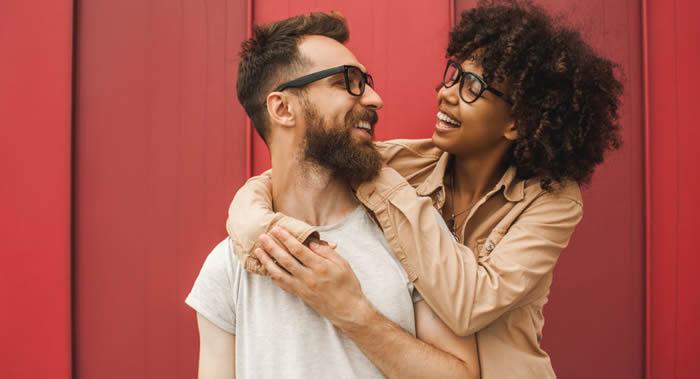 与乐观伴侣生活有助降低夫妻双方患阿尔茨海默氏病、痴呆症和其他认知障碍疾病风险