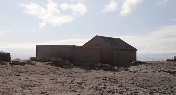 """中国南极考察队协助修复三栋百年老房子:""""博克格雷温克小屋""""和""""北方团体""""小屋"""