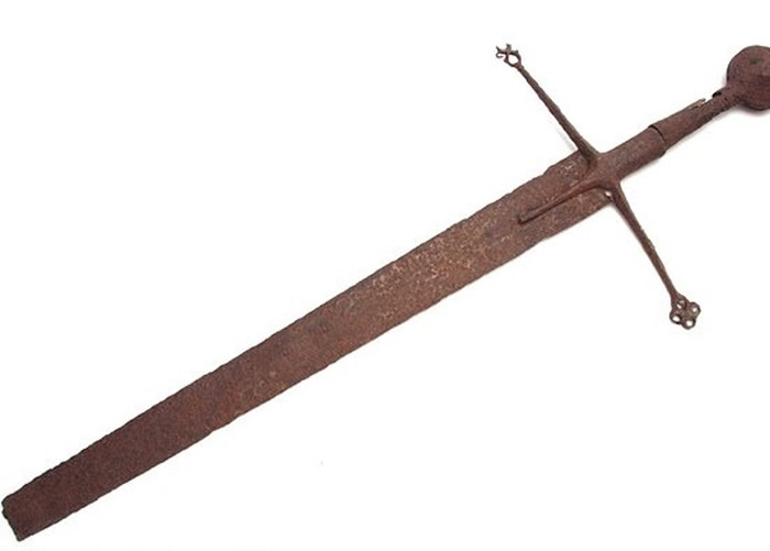 古剑的剑尖不翼而飞。