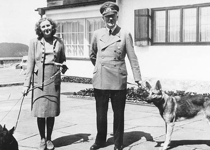 英国夫妇在英格兰怀特岛海滩上检获装有液体小型药瓶 疑为希特勒情妇自杀毒剂