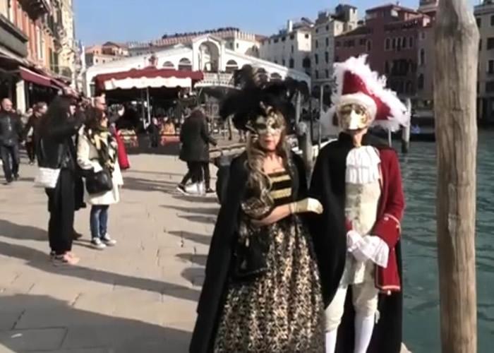 意大利水都威尼斯年度节庆面具嘉年华正式揭幕 犹如重回中世纪