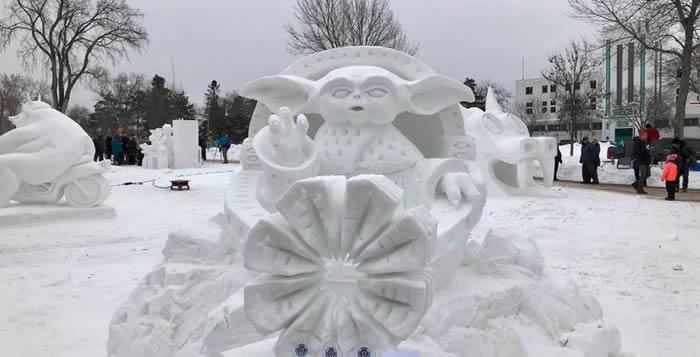 """美加遭受暴风雪吹袭 《星球大战》迷在雪地堆砌出尤达宝宝雪人""""Snowda"""""""