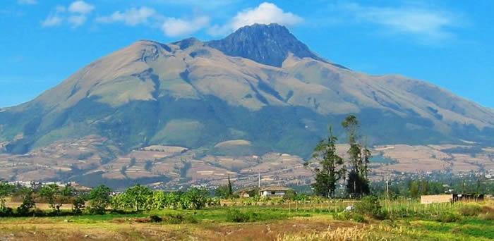 """新研究显示厄瓜多尔的""""黑巨人""""通古拉瓦火山正在显示可能倒塌的预警迹象"""