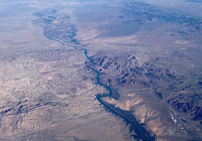 美国科罗拉多河流域水流量因反射性积雪的丧失而减少