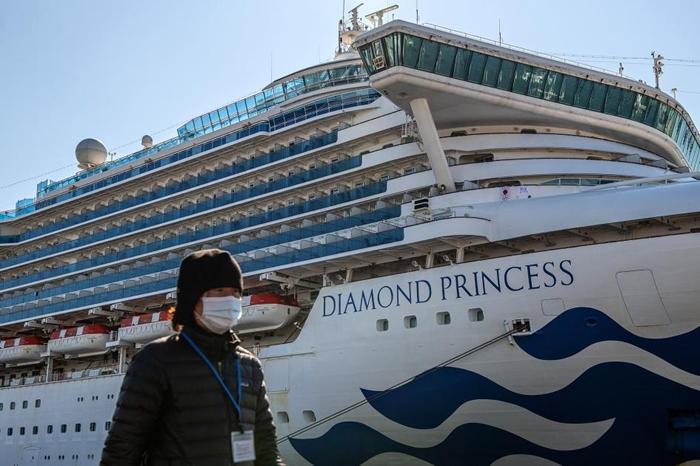 图中为2月10日停靠在日本横滨港的钻石公主号,这艘游轮在部分乘客确定感染新型冠状病毒后遭到检疫隔离。 PHOTOGRAPH BY CARL COURT, GET