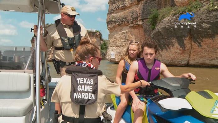 巡逻员秉持着坚定的理念值勤,让人们与大自然能更加和平共处。(图/动物星球频道授权提供)