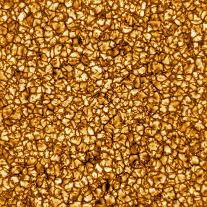 2020年2月,科学家公布了由井上建太阳望远镜拍摄的太阳影像,这是迄今为止最高解析率的太阳表面影像。 太阳内部热量向表面传递时的剧烈运动,产生了照片中的巨大胞状