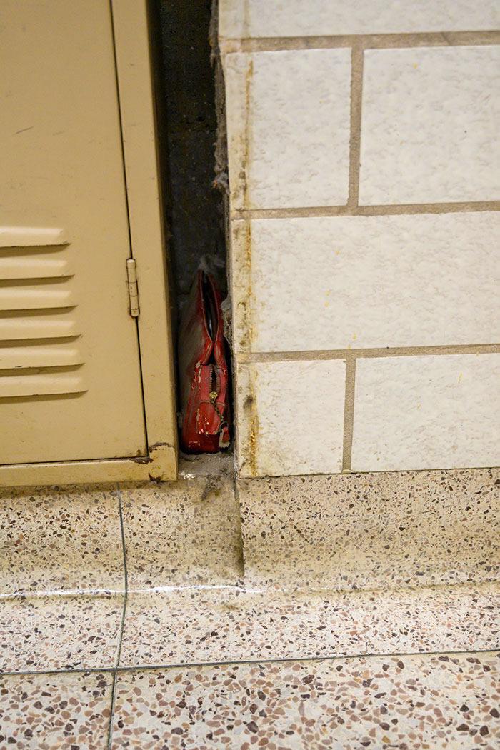 1957年美国俄亥俄州女中学生遗失手提袋 63年后子女打开回顾亡母青春岁月