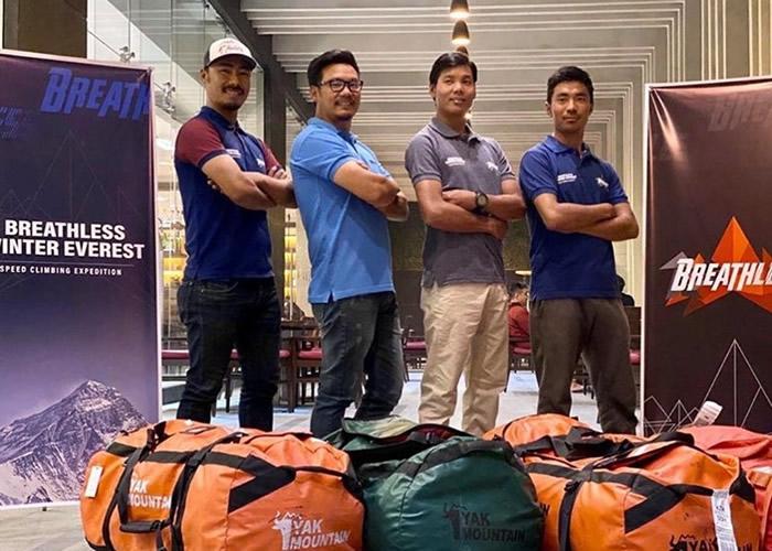 4名雪巴族人组成的登山队尝试创下在冬季期间以5天征服珠穆朗玛峰的纪录