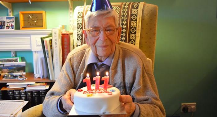 111岁英国人罗伯特·威顿((Robert Weighton)成为世界上最长寿男性